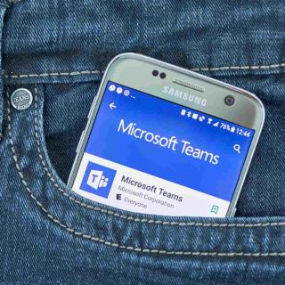 Microsoft Teams 可讓您在單獨的窗口中彈出會議